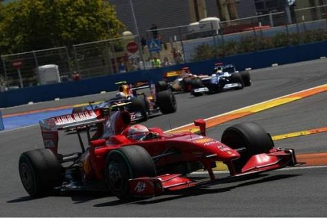 Kimi Räikkönen konnte am Start schon ein paar Positionen gewinnen