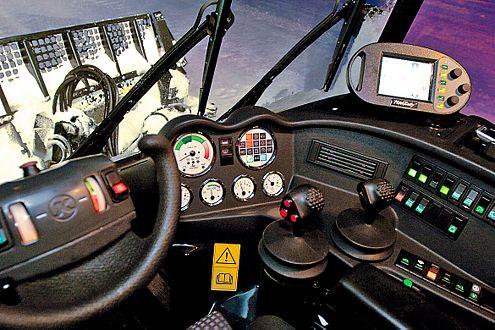 Echte Exotik: Halb-Lenkrad und kryptische Leuchten am Cockpit.