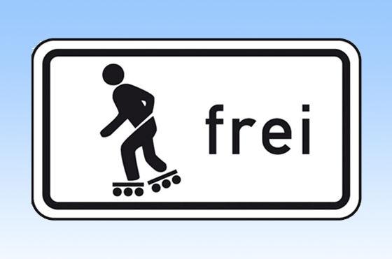 """Inline-Skater dürfen künftig nur dann abseits der Fußwege fahren, wenn es das neue Zusatzschild """"Skaten"""" ausdrücklich zulässt."""