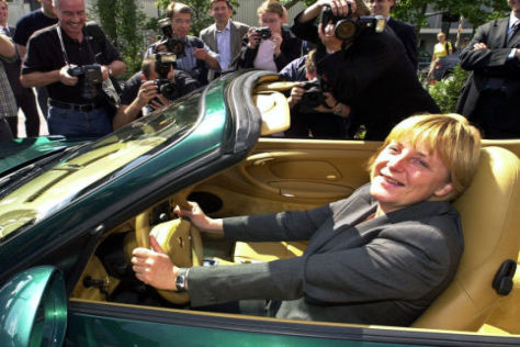 Angela  Merkel  im Porsche Carrera