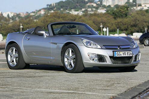 Tief geduckt: Der neue GT steht da wie eine verkürzte Corvette.
