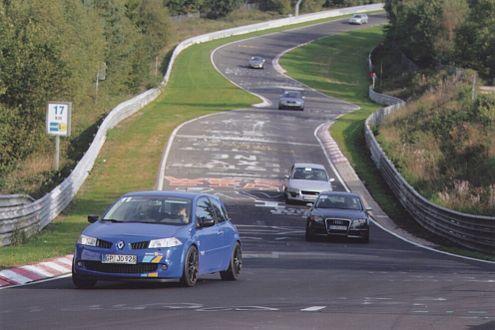 Die Nordschleife des Nürburgrings ist häufig Schauplatz von Duellen.