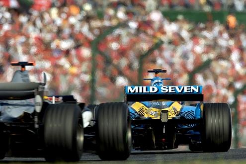 Fernando Alonso auf Renault im japanischen Suzuka.