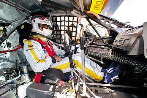 Tourenwagen-Pilot Yvan Muller hoch konzentriert vor dem Start.