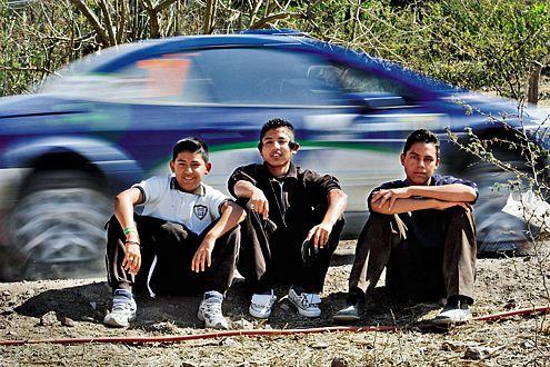 Äußerlich ungerührt vom Rallye-Trubel: drei kleine Mexikaner.