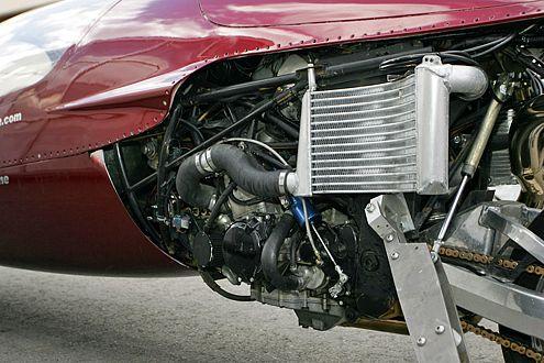 Der 360 PS starke Vierzylinder-Turbo beschleunigt auf 450 km/h.