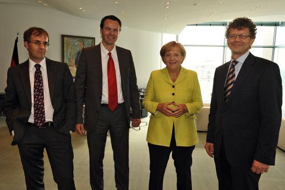Angela Merkel im Gespräch mit Bernd Wieland