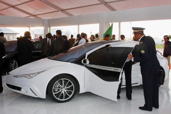 230 PS, 5,50 Meter lang, 1,87 Meter breit: So stellt sich Libyens Staatschef Gaddafi die Zukunft der Autoindustrie vor.