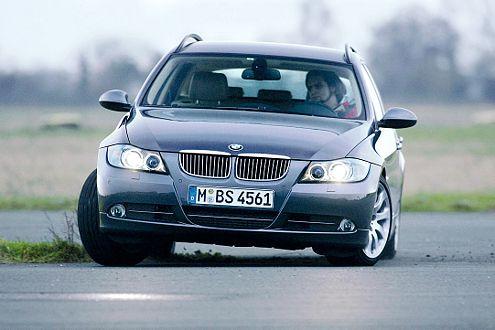 BMW 325d: Zackige und präzise Lenkung, aber Vorsicht vor Querfugen.