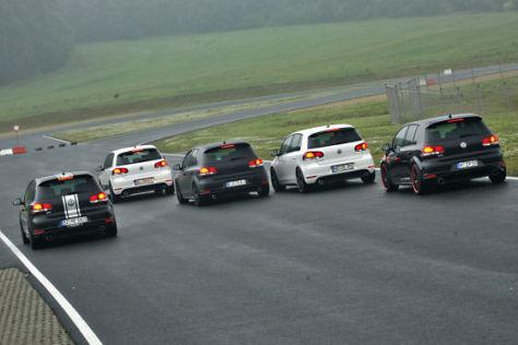 Fünf getunte VW Golf GTI