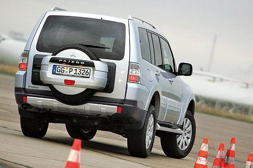 Undynamisch: Der Mitsubishi Pajero reagiert träge, aber beherrschbar.