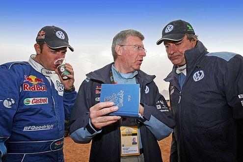 Giniel de Vielliers, Ingenieur Jean-Claude Vaucard und Carlos Sainz bei der Rallye Dakar 2007.