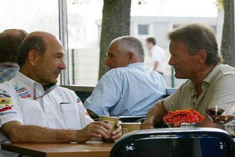 Formel-1-Experte Marc Surer (rechts) im Gespräch mit Teamchef Peter Sauber