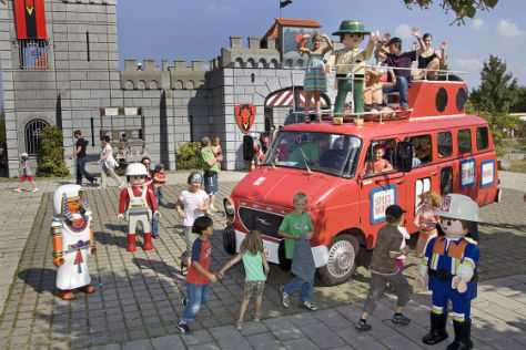 Das feuerrote Spielmobil Opel Blitz