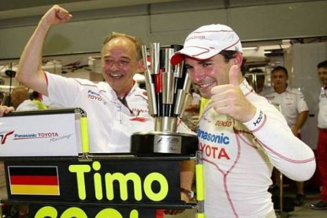 Timo Glock nach Platz zwei in Singapur mit Teampräsident John Howett