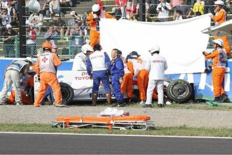 Timo Glock musste nach dem Unfall aus dem Auto sicher geborgen werden
