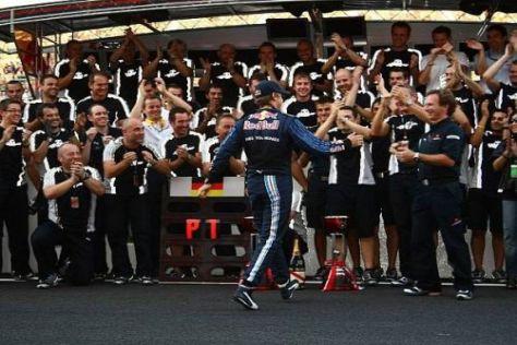 Da kommt der Sieger: Sebastian Vettel fuhr in dominanter Manier zum Sieg