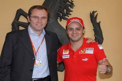 Endlich wieder beim Team: Felipe Massa wurde von Stefano Domenicali geherzt