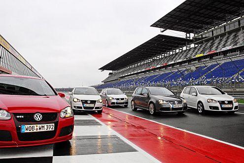 Wer beerbt den Ur-GTI? Fünf sportliche VW  suchen die Antwort.