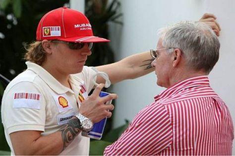 Kimi Räikkönen im Gespräch mit Steve Robertsons Vater und Partner David