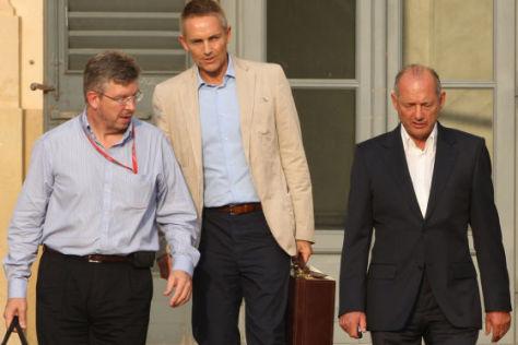 Ross Brawn (li.) und Ron Dennis (r.) mit McLaren-Teamchef Martin Whitmarsch