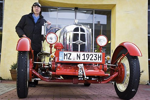 Wie neu: Wilfried Senger mit seinem perfekt restaurierten RAK1.