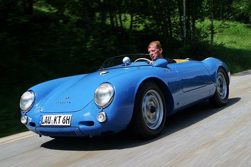 Classic-Fan: Walter Röhrl in einem Porsche 550 Spyder.