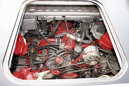 2,1-Liter-Boxermotor mit ca. 120 PS. Ein Besuch auf einem Prüfstand würde Hell ins Dunkel bringen.