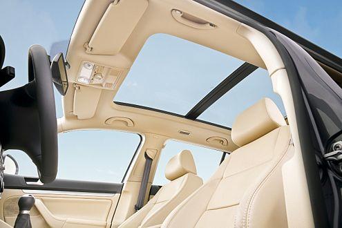 Licht und Luft durchs Dach: frisches Extra im neuen Golf Variant.