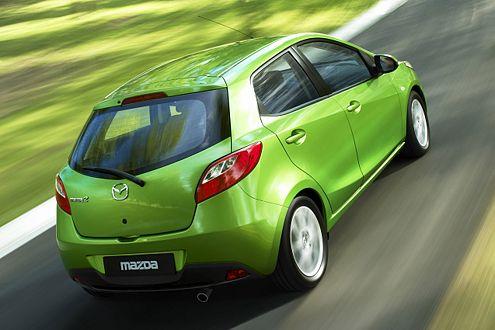 Kräftige Rundungen, schräge Heckleuchten: der neue Mazda2.
