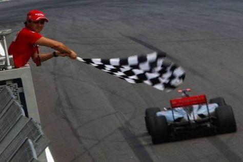 Felipe Massa konnte nicht starten, durfte aber die Zielflagge schwenken