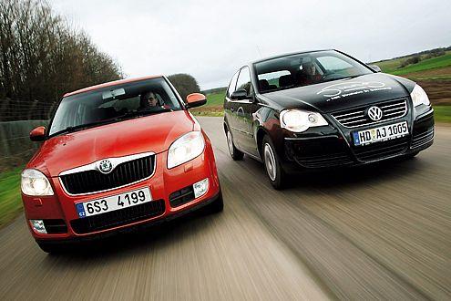 Vergleich Fabia und Polo: Den Fabia gibt es sogar schon mit Kurvenlicht, der Polo bietet es nicht.