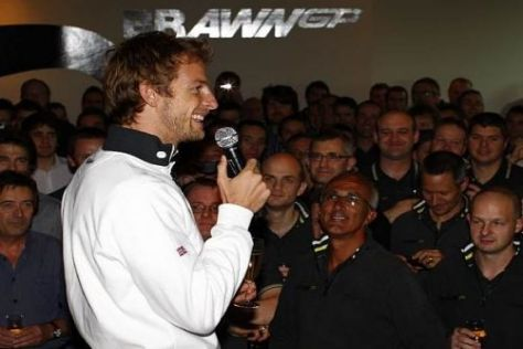 Jenson Button hielt in der Fabrik des Teams eine emotionelle Ansprache