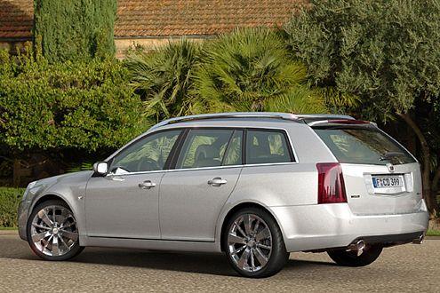 Typische Cadillac-Formensprache: Der BLS Wagon zeigt sich kantig.