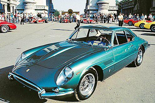 Ferrari 400 Superamerica: erster Seriensportler aus Maranello mit mehr als 300 km/h Vmax.