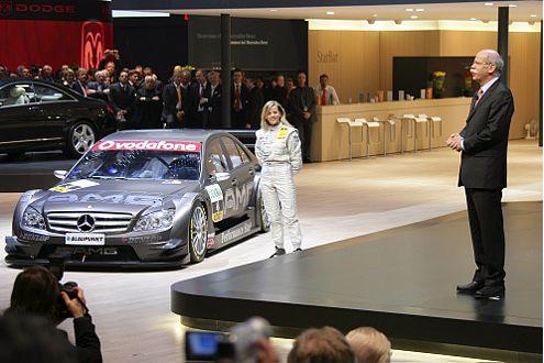 Dieter Zetsche stellte die DTM-C-Klasse auf dem Genfer Salon vor.