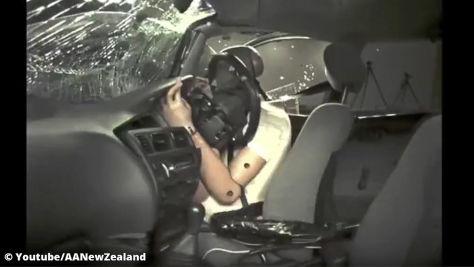 Crashtest: Unfall im Auto ohne Airbag