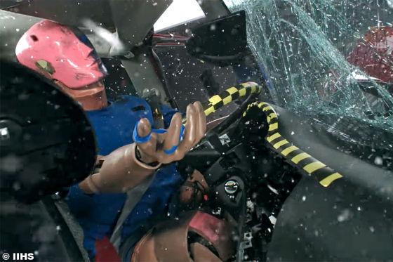 Nissan Tsuru im Crashtest