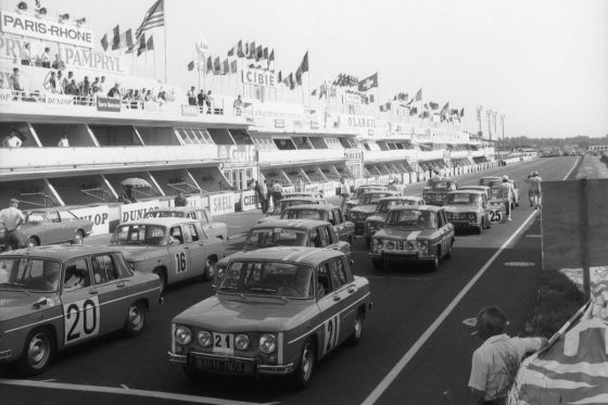 Renault 8 Gordini vor dem Start