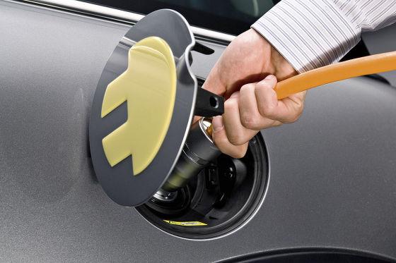 Steckdose zum Aufladen eines Elektroautos.