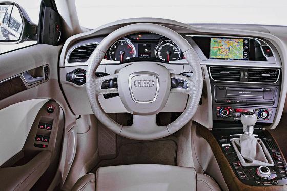 Behaglich wie ein geschmackvoll eingerichtetes Wohnzimmer: Der Audi überzeugt mit klaren Anzeigen und hochwertiger Anmutung.