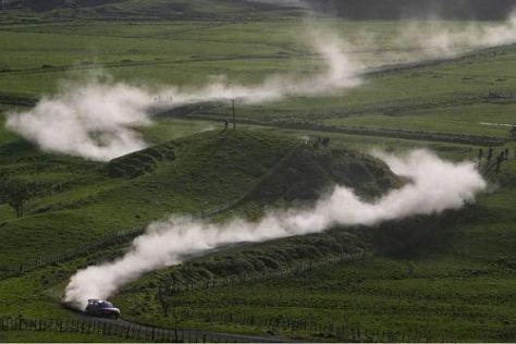 In Neuseeland wird sowohl über Schotter- als auch Asphalt-Pisten gefahren