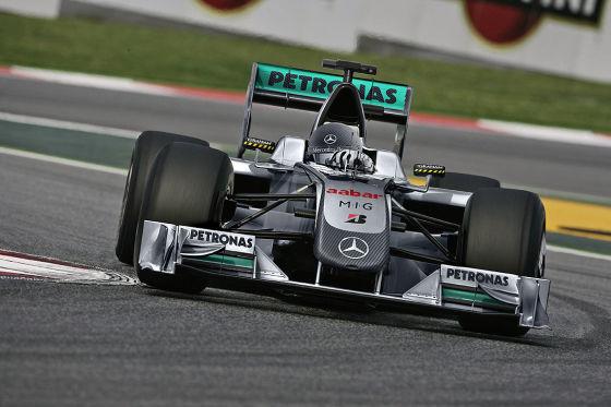 So könnte der neue Silberpfeil von Rekordweltmeister Schumacher in der saison 2010 aussehen (Montage).