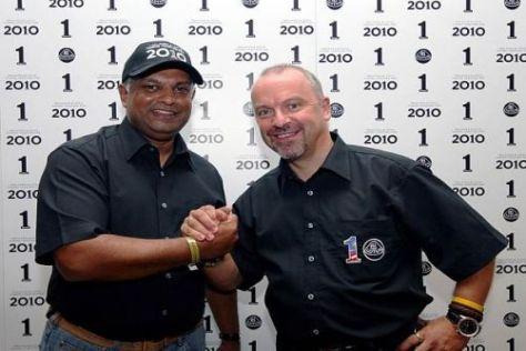 Tony Fernandes und Mike Gascoyne - zwei, die sich verstehen