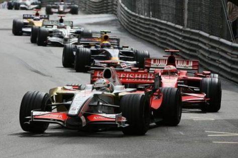 Da war die Force-India-Welt noch in Ordnung: Kimi Räikkönen jagt Adrian Sutil