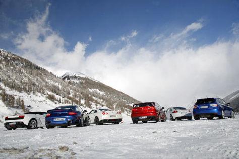 Sechs Allradler im Schnee