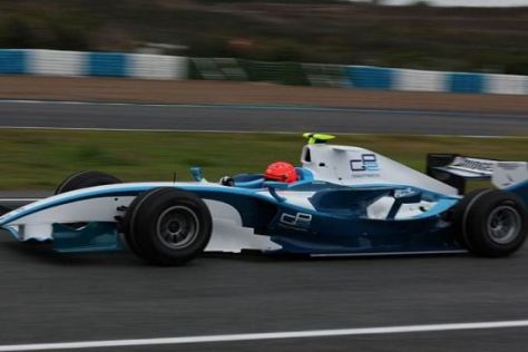 Der rote Helm ist zurück: Michael Schumacher im GP2-Boliden in Jerez