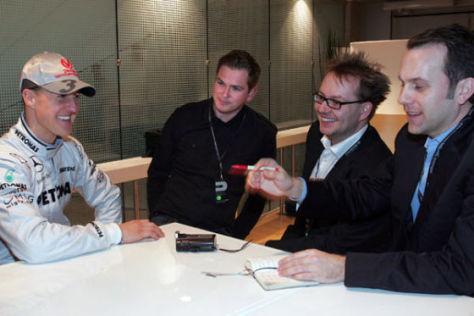 Interviewrunde: Michael Schumacher mit den BILD-Redakteuren Tobias Holtkamp, Frank Schneider und Matthias Brügelmann (von links)