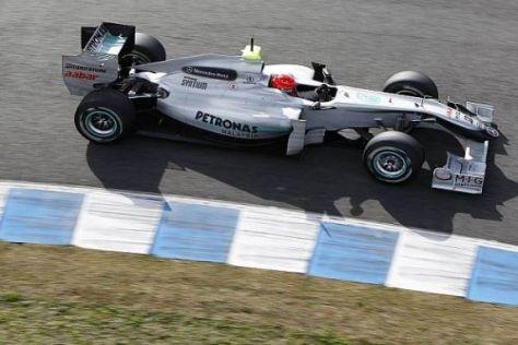 Michael Schumachers Silberpfeil scheint noch ein wenig Speed zu fehlen