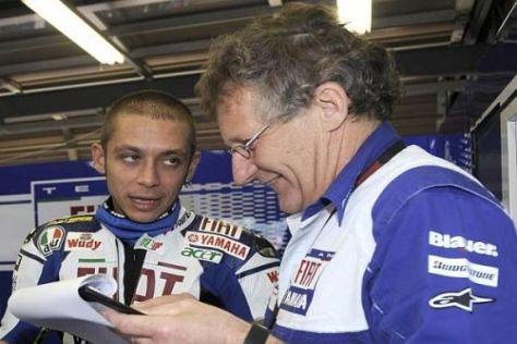 Valentino Rossi und Jeremy Burgess (r.) arbeiten ständig an Verbesserungen